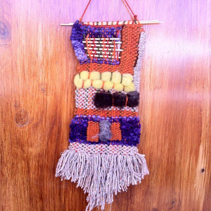 Telar decorativo, 100% lana de Chiloe y La Ligua, madera de Quilpue.