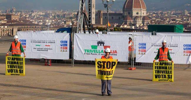 Trivelle: Greenpeace in azione a Firenze invia messaggio a Renzi