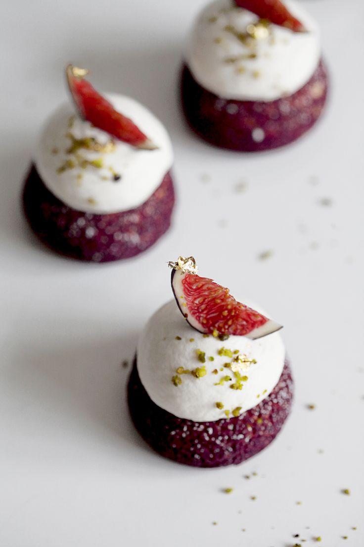 Choux Lavande et Figue Recipe: http://www.cuisineaz.com/recettes/petits-choux-a-la-figue-61866.aspx