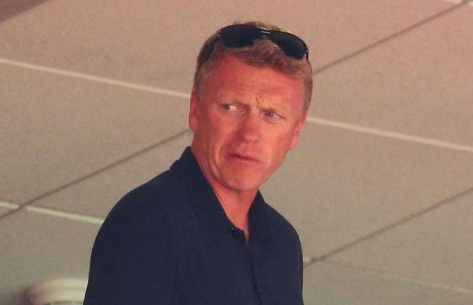 Presiden Real Sociedad dikabarkan telah bertemu dengan David Moyes di London dalam upaya untuk meyakinkan mantan manajer Manchester United tersebut untuk mengambil alih jabatan manajerial klub.