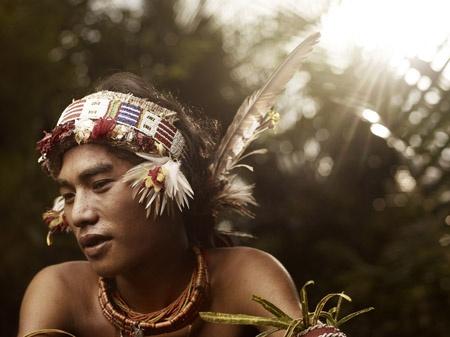 Área Visual: Joey Lawrence. Documental The Mentawai
