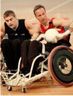 RUGBY EN SILLA DE RUEDAS. Este deporte representa una mezcla del baloncesto, rugby y hockey sobre hielo, en el que participan personas con discapacidad física.