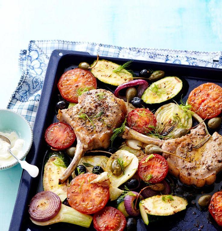 Sehr lässig - Sie schnippeln nur ein bisschen Gemüse klein, braten die Koteletts an, und den Rest der Arbeit macht der Ofen.