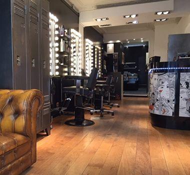 Les 25 meilleures id es de la cat gorie salon de barbier for Salon esthetique homme paris