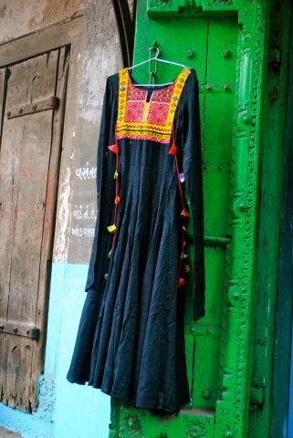 Description : Black Anarkali with one of a kind patch on the yock Fabric : Reyon Cotton Color : Black  OUR DRESSES HAVE GOOD 2…
