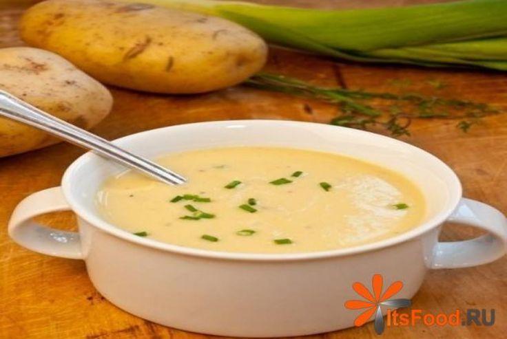 Крем суп из лука-порей и картофеля http://ricettio.com/recipe-1676-krem-sup-iz-luka-porey-i-kartofelya  Супчик очень необычный. Его можно свободно подавать и горячим и холодным, вкус от этого не измениться. Лук-порей очень полезен и придает супу изысканности. Если кушать его холодным в жаркую летнюю погоду, то он очень освежает. #рецепт #кухня