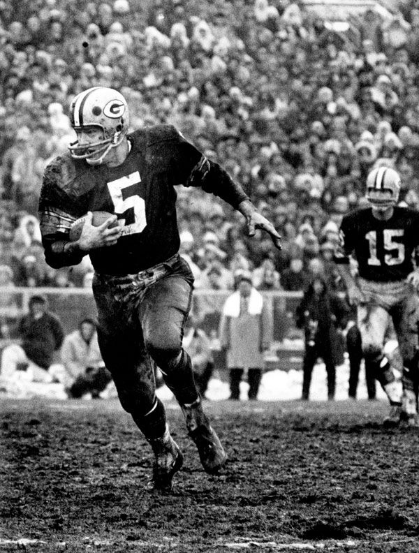 Green Bay Packers Hall of Fame halfback Paul Hornung on a carry in a 23-12 win over the Cleveland Browns in the 1965 NFL Championship Game.