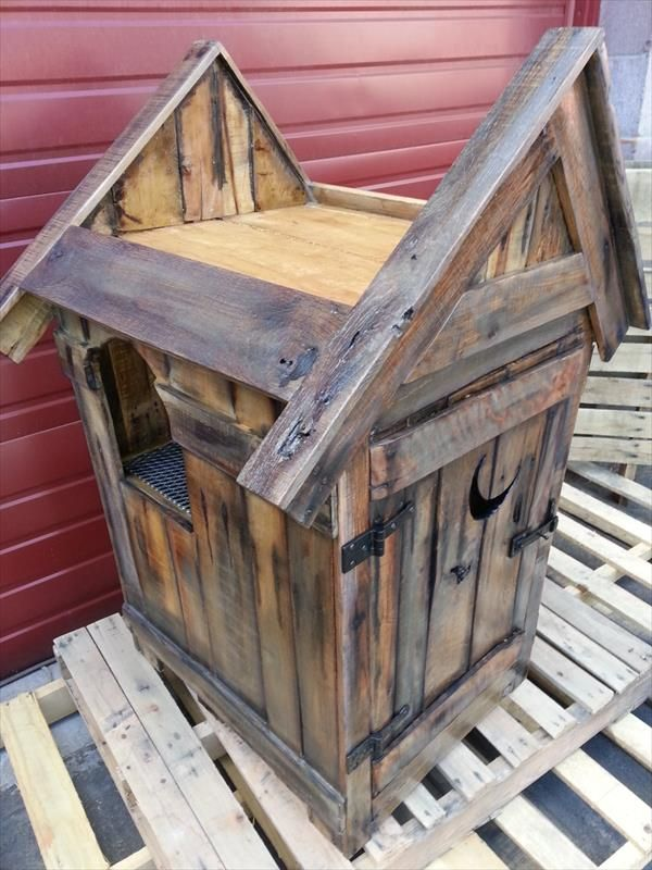 Pallet Outhouse Cat Litter Cabinet | Pallet Furniture DIY