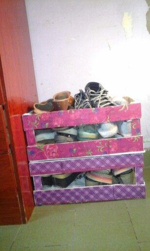 Para organizar los calzados.