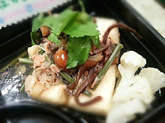 今月の「健康応援メニュー」は、「バランスの良い食事」です\(^_^)/  主食、主菜、副菜の揃ったバランスの良いメニューですo(^o^)o - 31件のもぐもぐ - 揚げだし豆腐山菜おろしあんかけ by houzantei