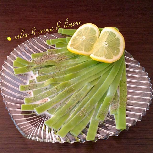 朝食のupが、遅れました。 フェットチーネパスタを レモンクリームソースで食す  お題   「秋風」  salsa di crema di limone (レモンクリームソース)は、イタリア料理で使われる。素材の持ち味を活かす最高の脇役です。 「おかな先生、レシピをありがとうございます」 - 109件のもぐもぐ -  salsa di crema di limone フェットチーネパスタ「おかな先生の料理を参考にさせて頂きました」 by 浦島太郎