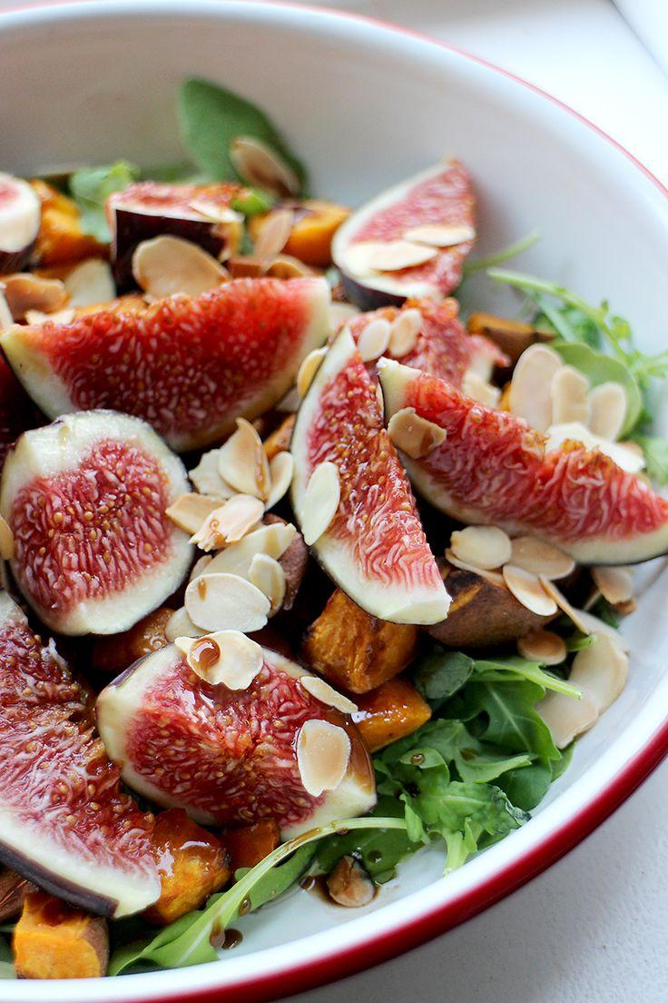 Deze salade met spinazie, geroosterde pompoen en bietjes is perfect voor een…