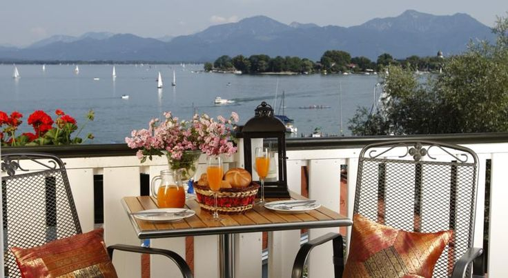 Ferienresidenz Chiemseestern Gstadt am Chiemsee This family-run guest house lies on the banks of Lake Chiemsee. It offers rooms and apartments with free Wi-Fi, and great views of the Fraueninsel Island and Chiemsee Mountains.