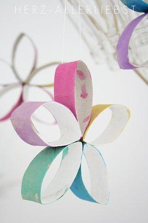 Blumen aus alten Papierrollen basteln