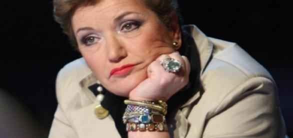 Mara Maionchi: 'Ho sconfitto due cancri al seno' Mara Maionchi rivela durante un'intervista che all'età di 73 anni le vennero diagnosticati due cancri al seno. La nota discografica ha poi raccontato di essere riuscita a sconfiggere il suo male per  #maionchi #sconfitto #cancri