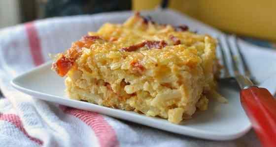 Πατάτες, αυγά, λιαστές ντομάτες και τυρί τσένταρ στο φούρνο. Σκέφτεστε κάτι καλύτερο για να απολαύσετε το τέλειο πρωινό ή πρόχειρο γεύμα ή δείπνο ή ακόμα κ