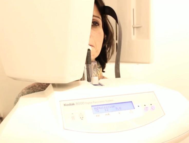Aparatos de última tecnología, i3dental   Los últimos avances tecnológicos han revolucionado la técnica quirúrgica en el mundo de la cirugía oral e implantología    Gran Via de les Corts Catalanes, 631, 3º 1ª   Teléfono: 900 80 99 31