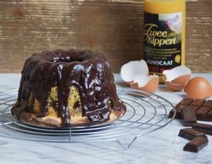Een kleine tulband cake met advocaat en chocolade. Een super combinatie, zonder boter in het recept.