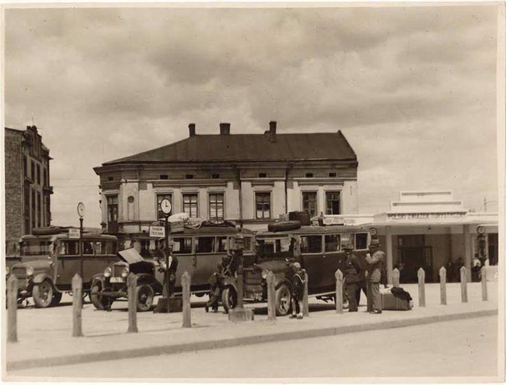 Lata 1930-1945, dworzec autobusowy na ówczesnym placu Zgody (obecnie: placu bohaterów Getta).