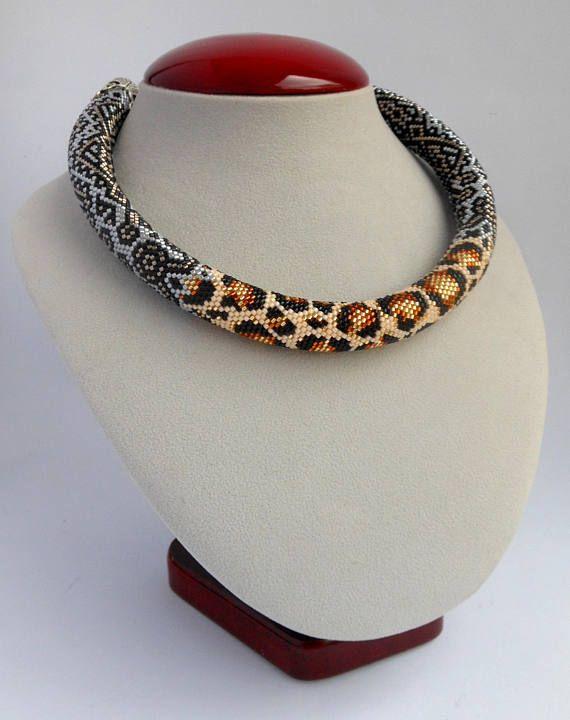 Leopard Halskette große Halskette Samen Perle Halskette Сrochet Halskette Geburtstagsgeschenke Geschenke für Frauen Mode einzigartige Geschenk Chunky Halskette großen kräftigen Ketten Frauen Leopard Schmuck Unikat Halskette Diese einzigartige Leopard-Kette wird eine lebendige