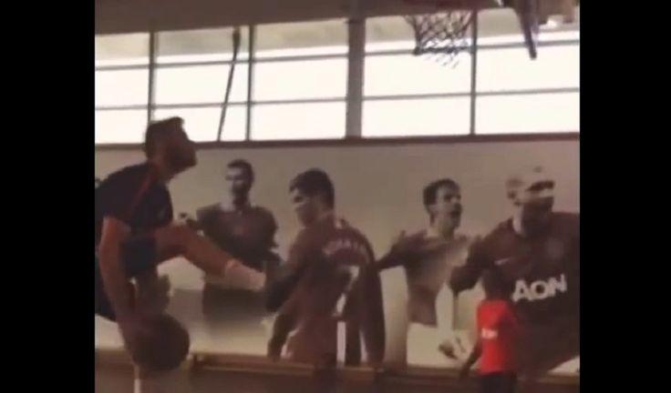 Mira cómo juegan al basket De Gea y Ander Herrera. Tienen buen estilo... (Vídeo) - @KIAenZona #baloncesto #basket #basketbol #basquetbol #kiaenzona #equipo #deportes #pasion #competitividad #recuperacion #lucha #esfuerzo #sacrificio #honor #amigos #sentimiento #amor #pelota #cancha #publico #aficion #pasion #vida #estadisticas #basketfem #nba