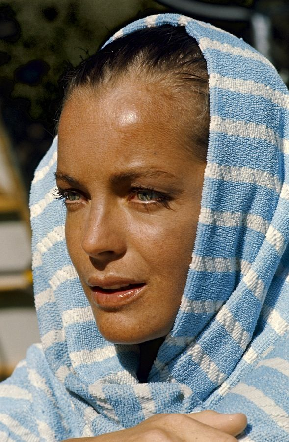 Romy Schneider on the set of the 1969 film La Piscine, by Jacques Deray