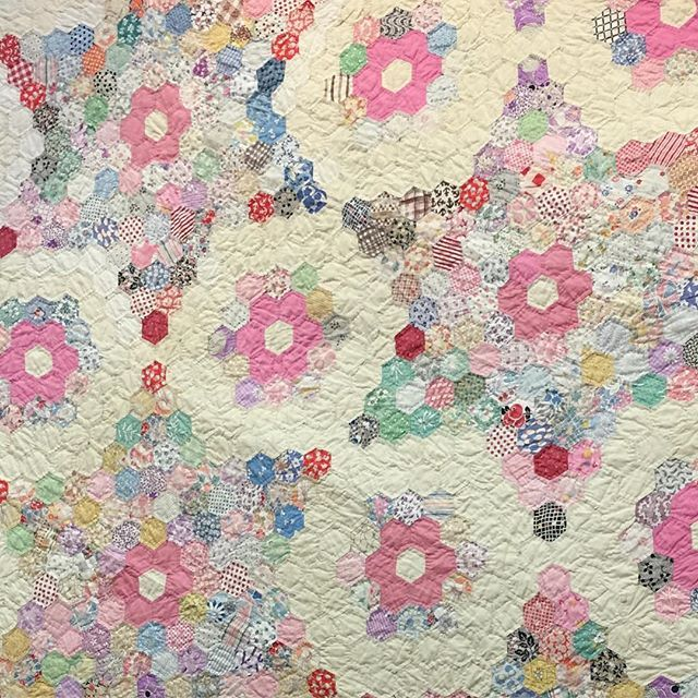 Free Quilt Pattern For Hexagon : 1000+ ideas about English Paper Piecing on Pinterest Hexagons, Hexagon Quilt and Paper Piecing