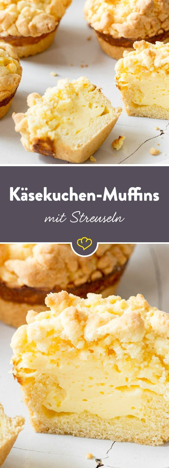 """So ein Käsekuchen im handlichen Muffinformat ist schon was feines, oder? Mit cremiger Quarkfüllung, buttrigem Mürbeteig und knusprigen Streuseln stehen die Kleinen ihrem großen Vorbild in nichts nach. Außerdem brauchst du keinen Teller, die Gabel kannst du dir auch sparen und schwupps sind sie verputzt. """"Wo die Käsekuchen-Muffins abgeblieben sind? Äh…also…nie gesehen!"""""""