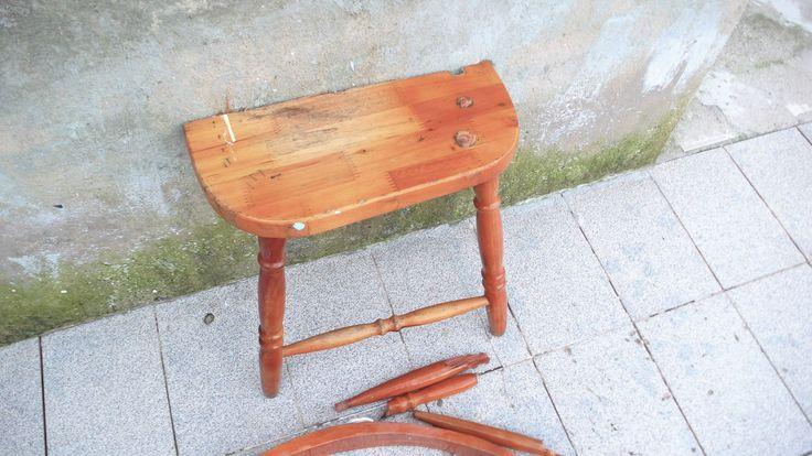 Pedaço de cadeira achado no bairro. Virará outro objeto.