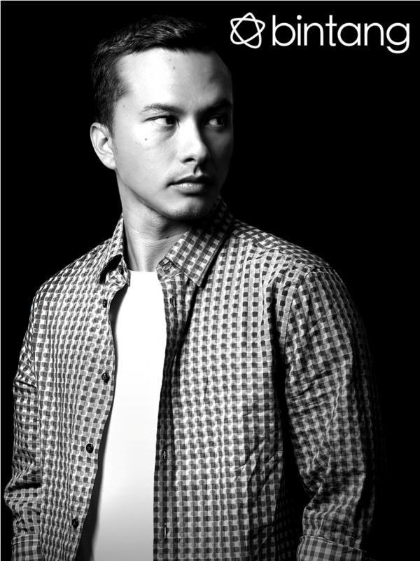 Melalui film Ada Apa Dengan Cinta (AADC) yang sukses di industri perfilman tanah air pada tahun 2002 lalu, nama Nicholas Saputra melejit lewat peran Rangga. Nicholas yang kala itu kali pertama terjun ke dunia layar lebar, mengakui film AADC telah merubah nasibnya hingga saat ini. Apa yang berbeda dengan karakter Rangga dulu dan sekarang, apakah masih tetap cool dan cuek? Simak liputan Eksklusifnya di Bintang.com. (Galih W. Satria/Iqbal Nurfajri/Bintang.com) #NicholasSaputra #Aktor #AADC…
