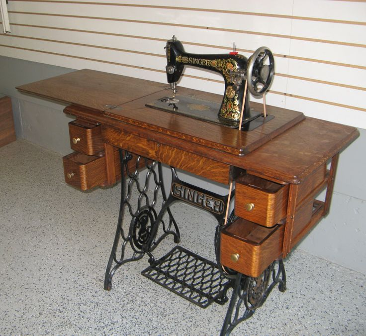 Early 1900s Singer Treadle Sewing Machine With 5 Drawer
