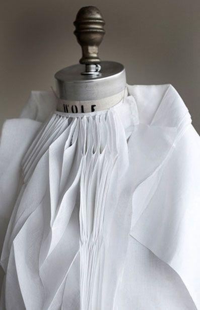 Amazing method of folding fabric #origami #fashion #geometrics Ying gao.ca