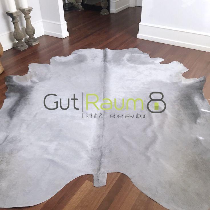Kuhfell Teppich Grau. Traumhaft schön: ca. 5 m² und ist er größer wie die meist anderen seiner Art. Die Kuhfelle bieten wir in vielen verschiedenen Farben.