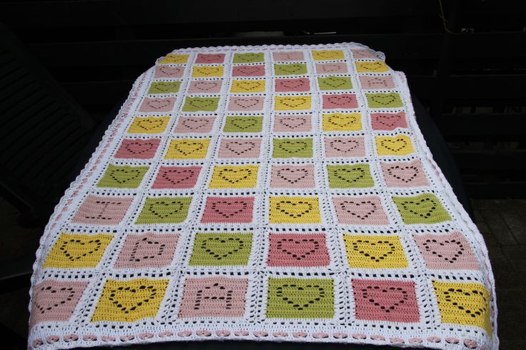 Babytæppe - baby blanket  http://www.ravelry.com/patterns/library/christmas-cheer-heart