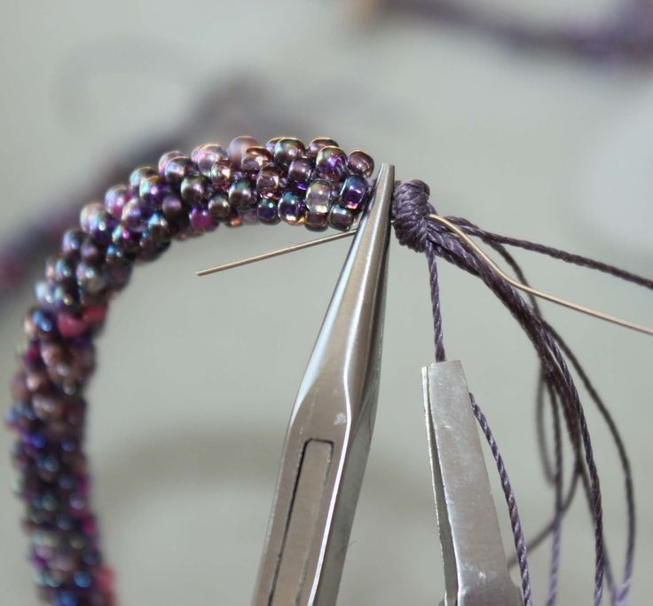 Kumihimo Braiding and Art Beads Tutorial and Inspiration Note: very nice, clear tips for finishing kumihimo jewelry ends