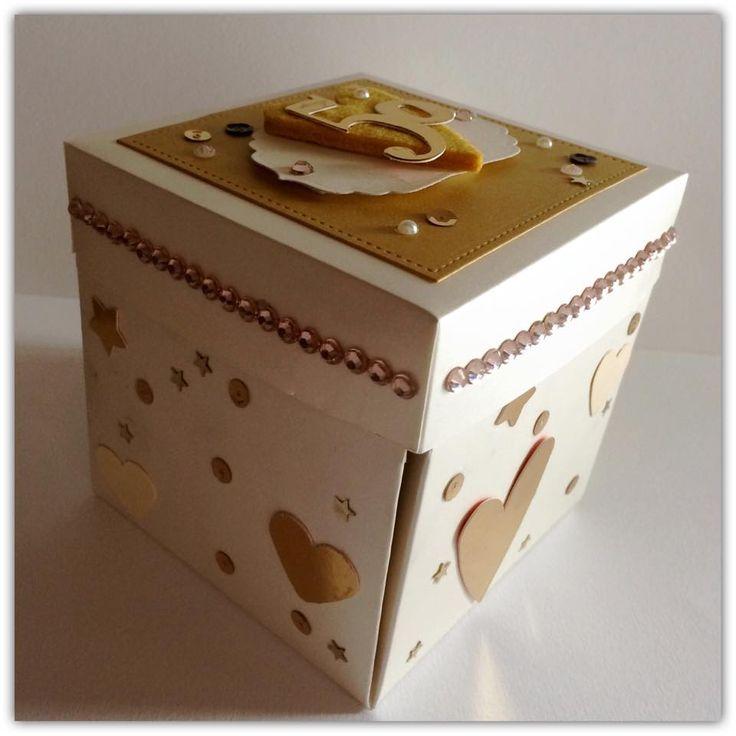 Nozze d'oro dei miei suoceri alle porte ,ed ecco che ho realizzato questa Explosion box per l'occasione! Ovviamente oro in ogni dove e fo...