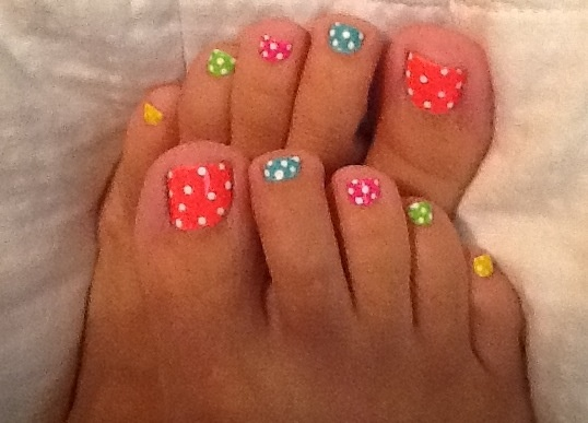 Summer toes ready for the beach ☀ Lauryn & i NEED TO DO THIS FOR THE CRUISE