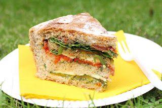 Pain de pique-nique garni aux légumes grillés - Roasted vegetables picnic bread