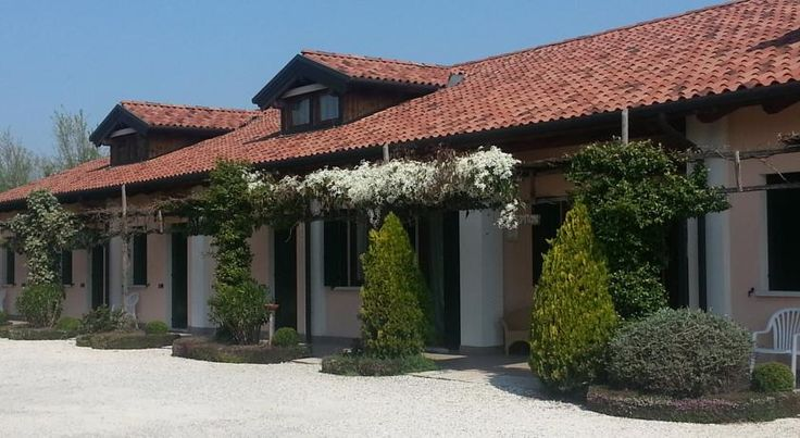 Agriturismo Ca' Danieli Tessera In a quiet location just 2 km from Marco Polo Airport, the Ca' Danieli offers stylish guest rooms and apartments. Public buses provide links to Venice in just 15 minutes, a  shuttle service can be booked at reception.