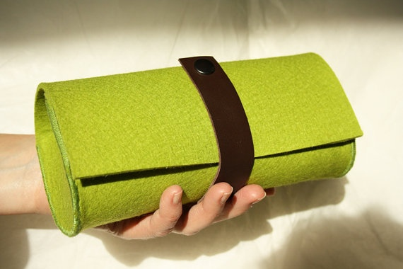 CLUTCH  apple green by TheWoolWorld on Etsy, €27.00