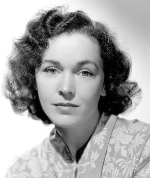 Maureen O'SULLIVAN (1911-1998) * AFI Top Actress nominee > IRISH > Fresh-faced curvy brunette. 64 year career, 60+ films. Jane in 6 Johnny Weismuller Tarzan films. Beautiful, highly intelligent, engaging personality. Romantically linked with Dick Haymes & James Dunn. Brief affair with Weissmuller. Married dir. John Farrow 'til his death. Later involved with Robert Ryan but he died. Married James Cushing, until her death at 87. Mia Farrow's mum so one-time mother-in-law of Sinatra & Woody…