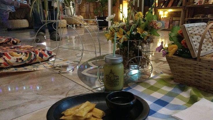 ¿Qué tal Unos deliciosos tequeños peruanos, acompañados de miel de caña y una refrescante limonada de Mango Viche?  Whatsapp: 3012299959  Cali - Colombia  #Amigos #Familia #Amor #Amistad #Pareja #Delicioso #Refrescante #Saludable