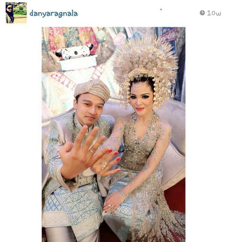 Minangkabau wedding costume (modern style)