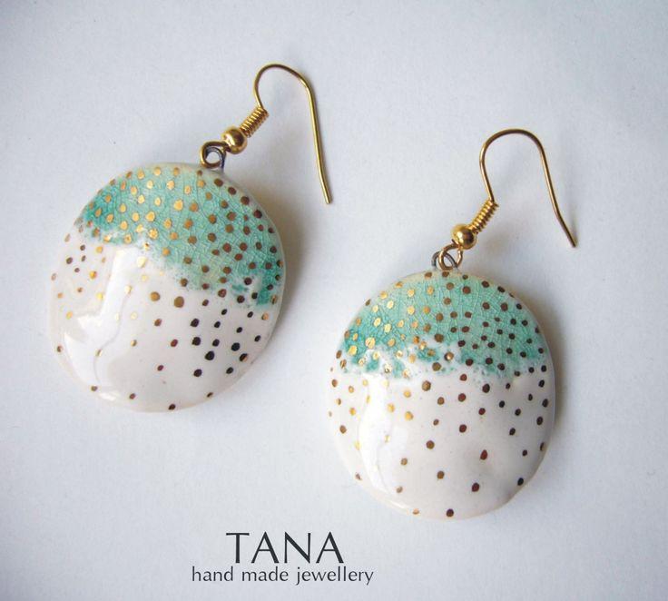 Ceramic earrings, turquoise and white disc with gold points. Boucles doreilles céramique, turquoise et blanc avec points dor.. $35.00, via Etsy.