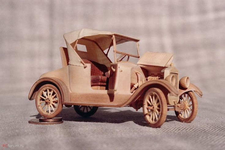 udivitel-ny-e-masshtabny-e-modeli-avtomobilej-iz-dereva-ot-alekseya-safonova-23