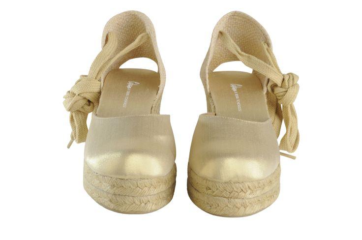 Castañer x SILVIA TCHERASSI #Castañer # SilviaTcherassi #Castaner #espadrilles #alpargatas #madeinspain #designer #wedge #goldshoes