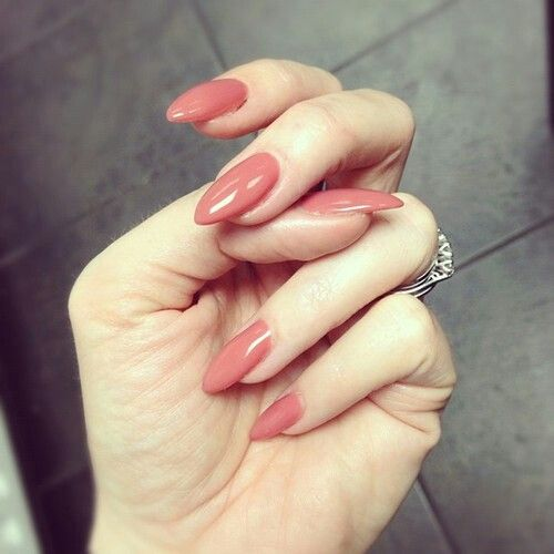 Love the color of these almond nails! I don't know why I'm so obsessed with the shape