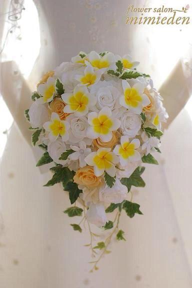 リゾート挙式に人気のプルメリアのブーケ。 素材はすべてプリザーブドフラワーです。 ※アイビーは造花です。