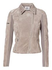 Cool suede jacket from VERO MODA. The must have jacket for summer. #veromoda #suede #jacket #fashion #style