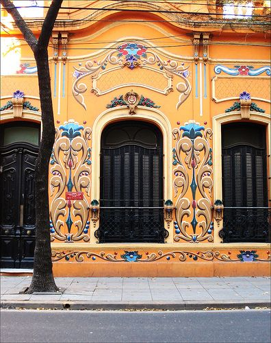 Fileteado porteño (Argentina) on a building